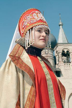 Meisje in de oude Russische sluit Stockfoto