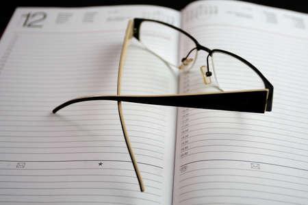 directorio telefonico: anteojos en el cuaderno negro