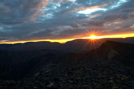 Zonsondergang in Khibini bergen, Kola, Rusland