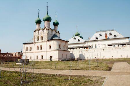 reverential: Vecchie chiese in Rostov-Velikiy, Russia