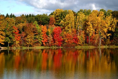 Fall colors reflected in a smooth lake Stock Photo - 360954