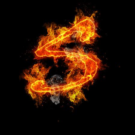 Fire letter S geïsoleerd op een zwarte achtergrond
