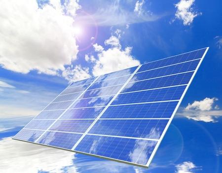 modern generation: Panel solar con la reflexi�n de cielo azul y nubes blancas Foto de archivo