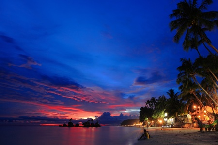 mooi strand nachtscène