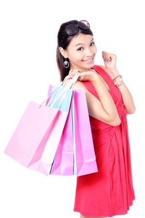 filles shopping: Shopping Girl heureux holding sac isol� sur fond blanc, est un mod�le de beaut� asiatique Banque d'images