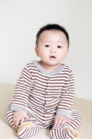 Closeup portrait d'un petit gar�on, un enfant asiatique photo
