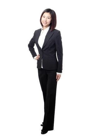 mujer cuerpo completo: Negocios en toda su longitud de pie mujer segura de sí sonrisa aisladas sobre fondo blanco, modelo es una belleza asiática