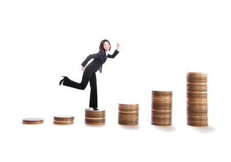 stair: jonge vrouw die op geld trappen, het model is een Aziatische schoonheid, geïsoleerd op een witte achtergrond Stockfoto