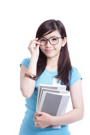 ni�as chinas: Chica estudiante inteligente que sostiene el libro aislado en el fondo blanco, modelo es una mujer asi�tica Foto de archivo