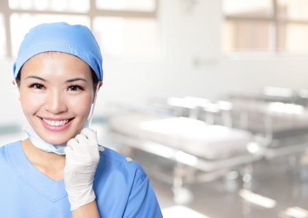 enfermera con cofia: Persona M�dica: Enfermera  retrato joven m�dico. Confiado joven profesional de la medicina en el hospital. Joven modelo femenino bastante asi�tico. Foto de archivo