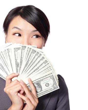donna ricca: Woman Holding denaro e guardare al copia spazio vuoto isolato su sfondo bianco