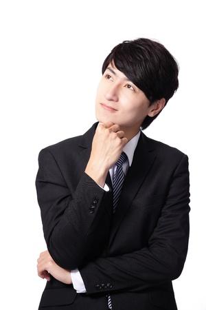head wear: Handsome giovane uomo d'affari pensare guardando alla copia spazio vuoto, imprenditore tenere la mano dietro la testa, indossare giacca e cravatta elegante, il concetto di pubblicit� del prodotto isolato su sfondo bianco, modello maschio asiatico