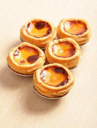 egg tart: delicious portuguese egg tart on wooden texture table Stock Photo