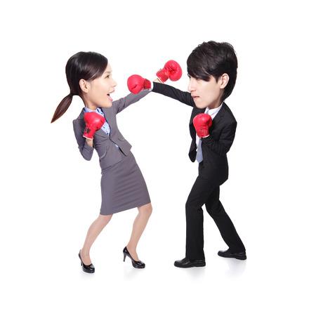 concurrencer: Les gens d'affaires sont en concurrence avec une lutte et la boxe, asiatique grandes personnes de la t�te Banque d'images