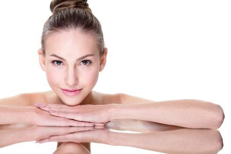 deitado: Rosto de mulher beleza skincare bonita que encontra-se com a reflex Imagens