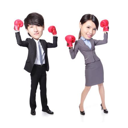 grosse tete: homme et femme d'affaires gagnant posent avec des gants de boxe en pleine longueur isol� sur fond blanc, asiatique, grosse t�te