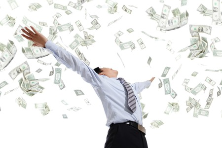 excitación: Vista posterior del dinero abrazo hombre de negocios aislados en fondo blanco concepto de éxito empresarial, el modelo asiático