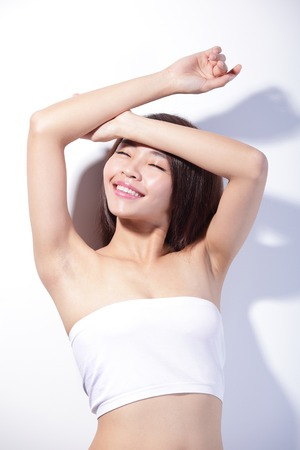 白い背景と、肌のケアと日焼け止め、アジアの美しさの概念を分離した美人顔 写真素材