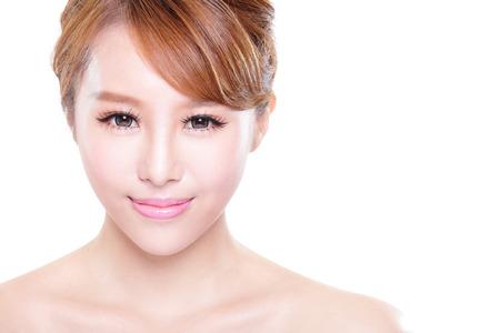 아름다움의 얼굴과 흰색 배경, 아시아 모델에 절연하는 완벽 한 피부를 가진 여자의 초상화
