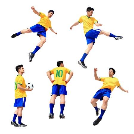 jugando futbol: Jugador de fútbol Soccer hombre golpeando el balón aislado en fondo blanco