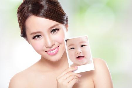 caras de emociones: retrato de la mujer con la belleza de la cara y la piel perfecta como un beb�, el concepto de cuidado de la piel, asi�tico