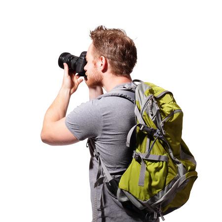bonhomme blanc: jeune homme cam�ra usage touristique avec sac � dos isol� sur un fond blanc, caucasien Banque d'images