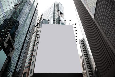 建物の背景には、アジア、中国、香港の都市にブランクの看板