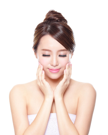 Mooie vrouw glimlach gezicht met schoon gezicht huid, en gesloten ogen, concept voor oog en huidverzorging, aziaat Stockfoto