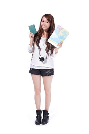 Szczęśliwa kobieta turysta posiadający paszport i aparat i mapę w pełnej długości na białym tle, asian Zdjęcie Seryjne