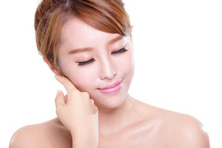 흰색 배경에 고립 된 아름다움 얼굴과 완벽 한 피부를 가진 여자의 초상화, 아시아의 아름다움 스톡 콘텐츠