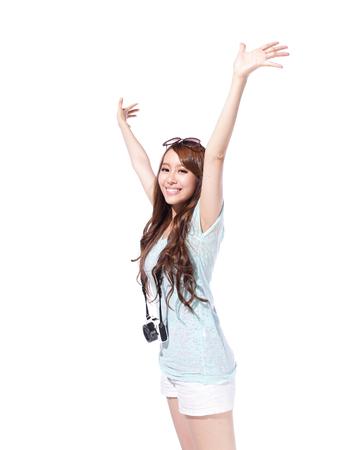 Szczęśliwy podróży turystycznych kobieta z aparatem na białym tle, asian