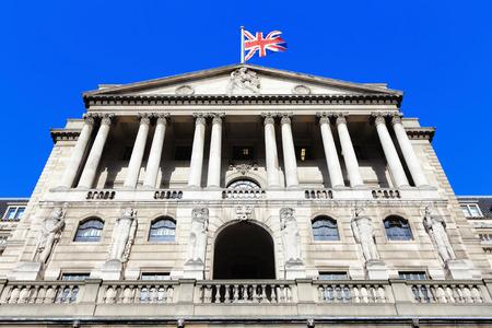 Bank of England met vlag, Het historische gebouw in Londen, UK