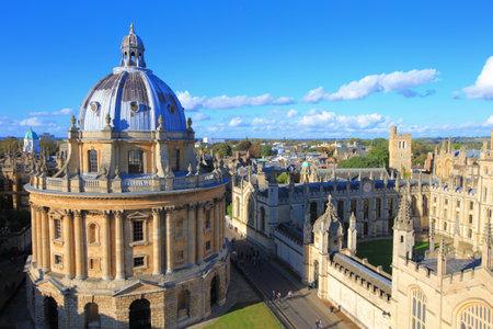 オックスフォード大学の街、セント メアリーズ教会の塔の上で Photoed。すべての魂の大学, イギリス, イギリス