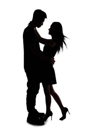 siluetas de enamorados: silueta de dos amantes. Aislado en el fondo blanco