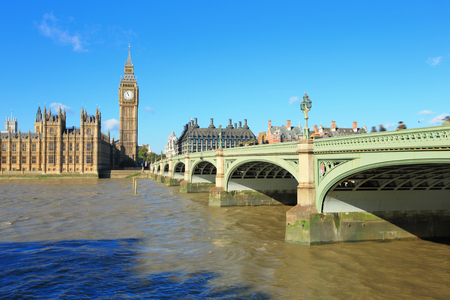 london big ben: Big Ben and Houses of Parliament with bridge and thames river in London, United Kingdom, uk