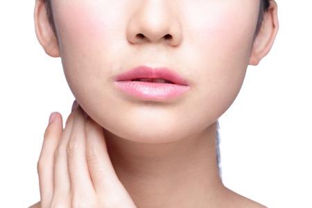 beso labios: Close up retrato de mujer joven con hermosos labios