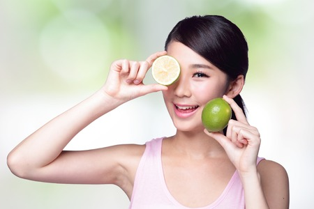 Health girl show lemon with smile face, health food concept, asian woman beauty Imagens