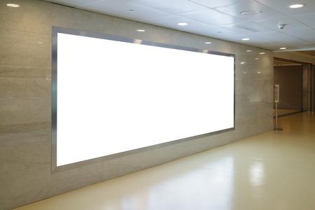空港でブランクの看板