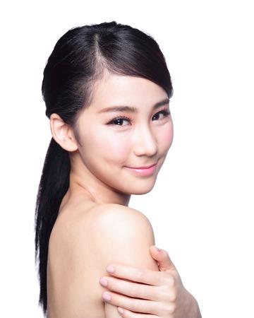 expresion corporal: Cuidado de la piel Hermosa sonrisa de la cara aislada en el fondo blanco