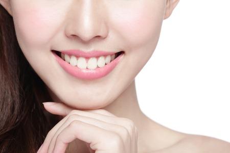 Mooie jonge vrouw tanden gezondheid close-up en charmante glimlach. Geïsoleerd over een witte achtergrond, Aziatische schoonheid Stockfoto