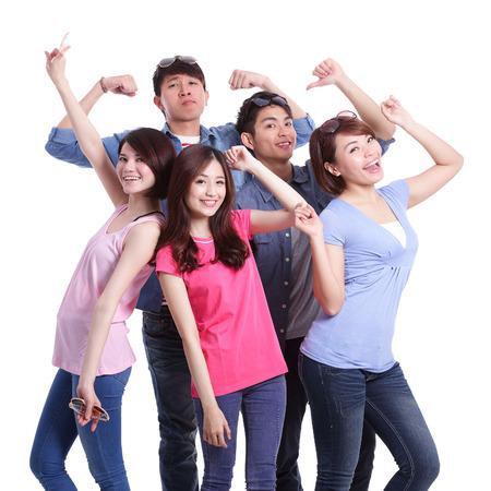 Šťastný skupina mladých lidí. Samostatný na bílém pozadí, asijský
