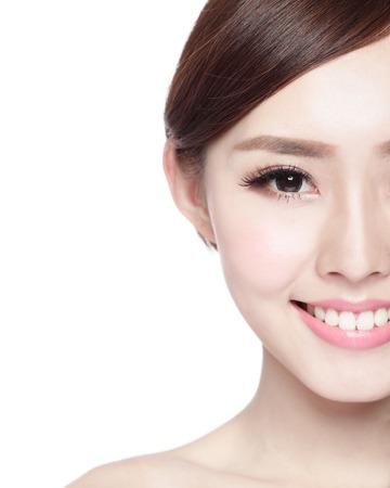 asia smile: Medio retrato de la mujer con cara de la belleza