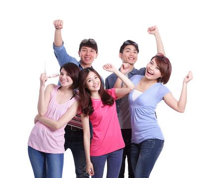 rozradostněný: Šťastný skupina mladých lidí. Samostatný na bílém pozadí, asijský