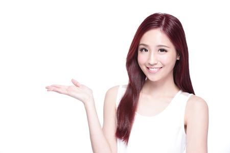 健康肌、歯と髪白い背景、アジアの美しさの分離と美しさの魅力的な女性が笑顔します。