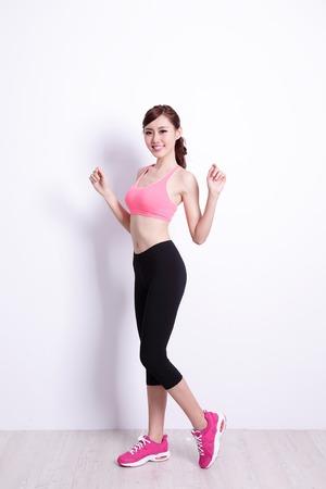 健康図、背景が白い壁を持つ女性をデザインやテキスト、アジアの美しさの素晴らしいスポーツします。