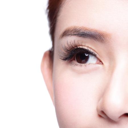 긴 속눈썹을 가진 아름 다운 여자의 눈. 아시아 모델