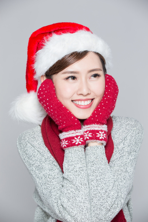 grijze achtergrond: Happy Christmas Woman isolated on gray background, asian