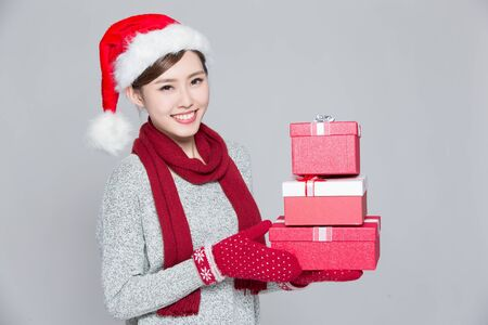 send: A woman is delivering Christmas gifts, asian