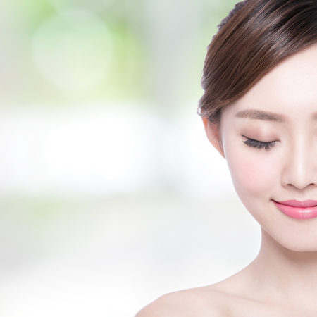 Beautiful Skin care woman enjoy and relax with green background. asian Beauty Archivio Fotografico