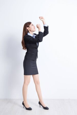 mujer cuerpo entero: business woman stand with white wall background, great for your design or text, asian